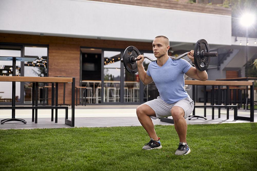 EZ curl bar for squats